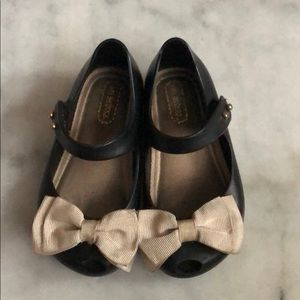 Mini Melissa Black shoes with off white bow